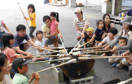 JA山口中央青壮年部が親子を招いて県内産小麦「ニシノカオリ」を使ったパン作りに挑戦しました。